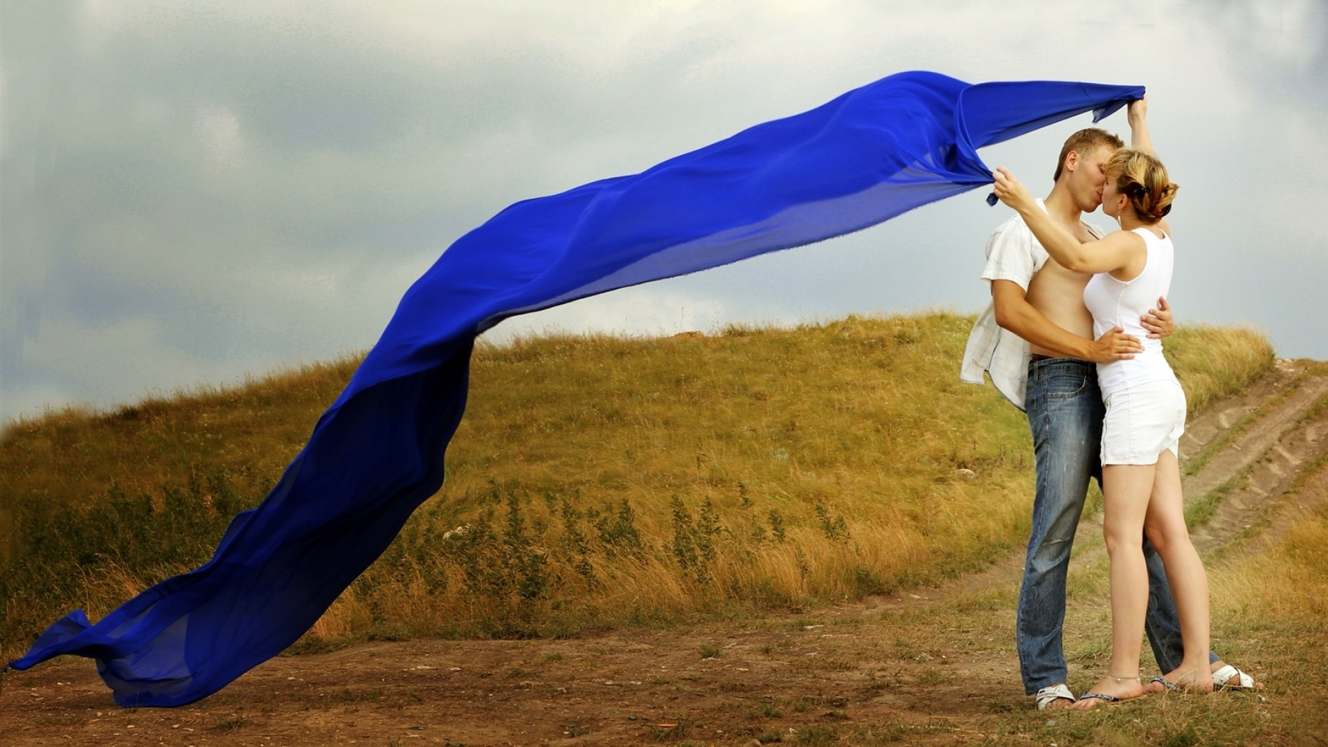 Good Wallpaper Love Boyfriend - boyfriend_girlfriend_hug_kiss_love_fields_meadows_grass_roads_trails_fabric_blue_shawl_sky_overcast_54150_1920x1080  Image_30991.jpg