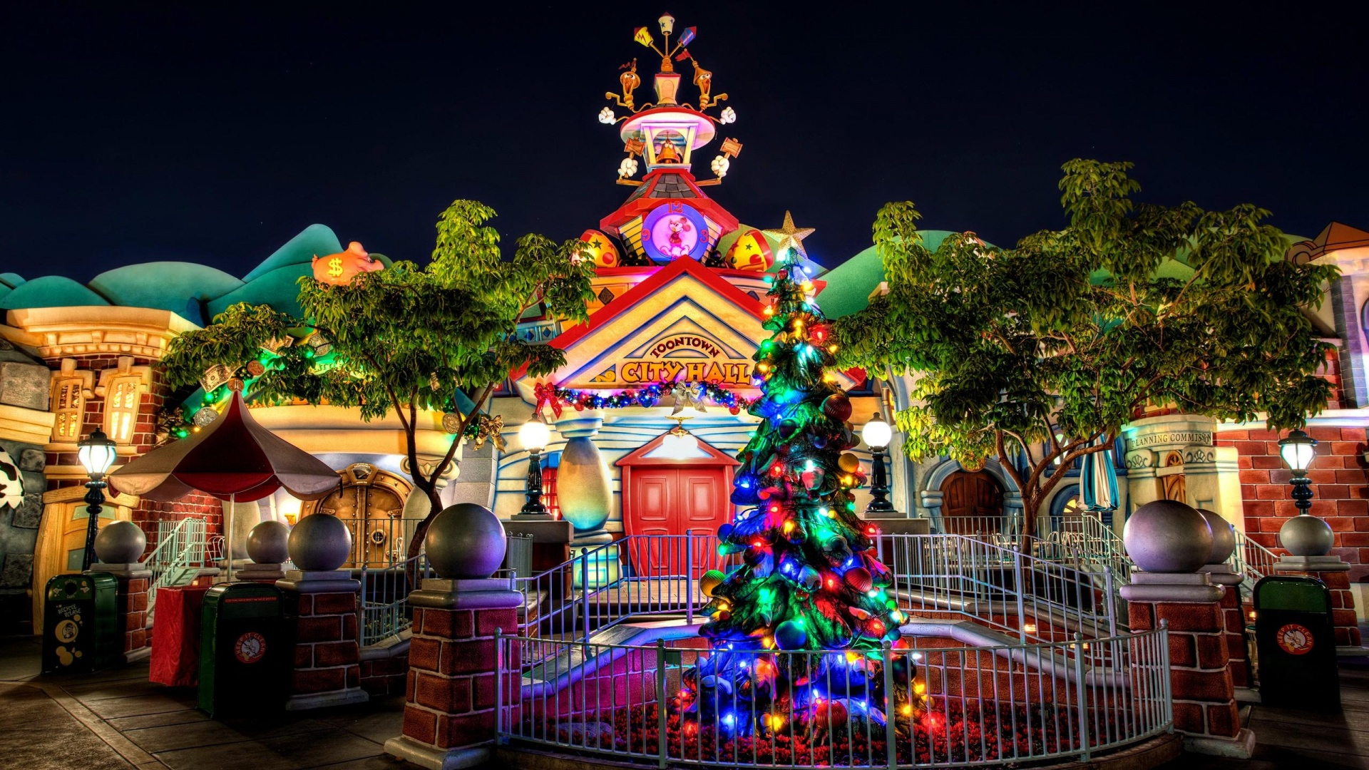 Christmas Tree Garland Building