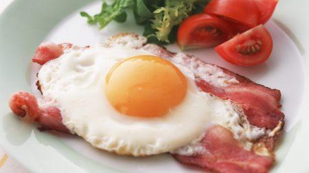 egg, tomato, bacon