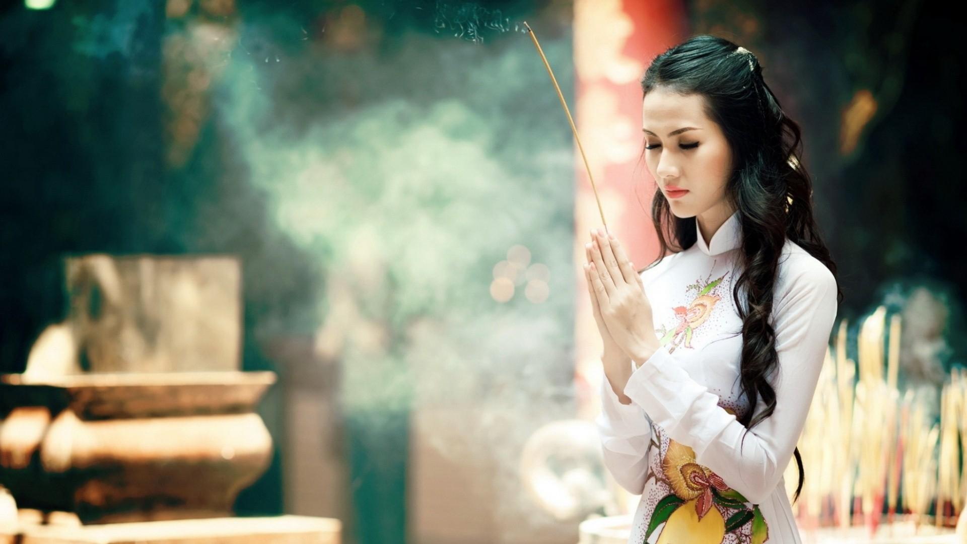Download wallpaper 1920x1080 girl pray asian kimono aroma full girl pray asian voltagebd Images