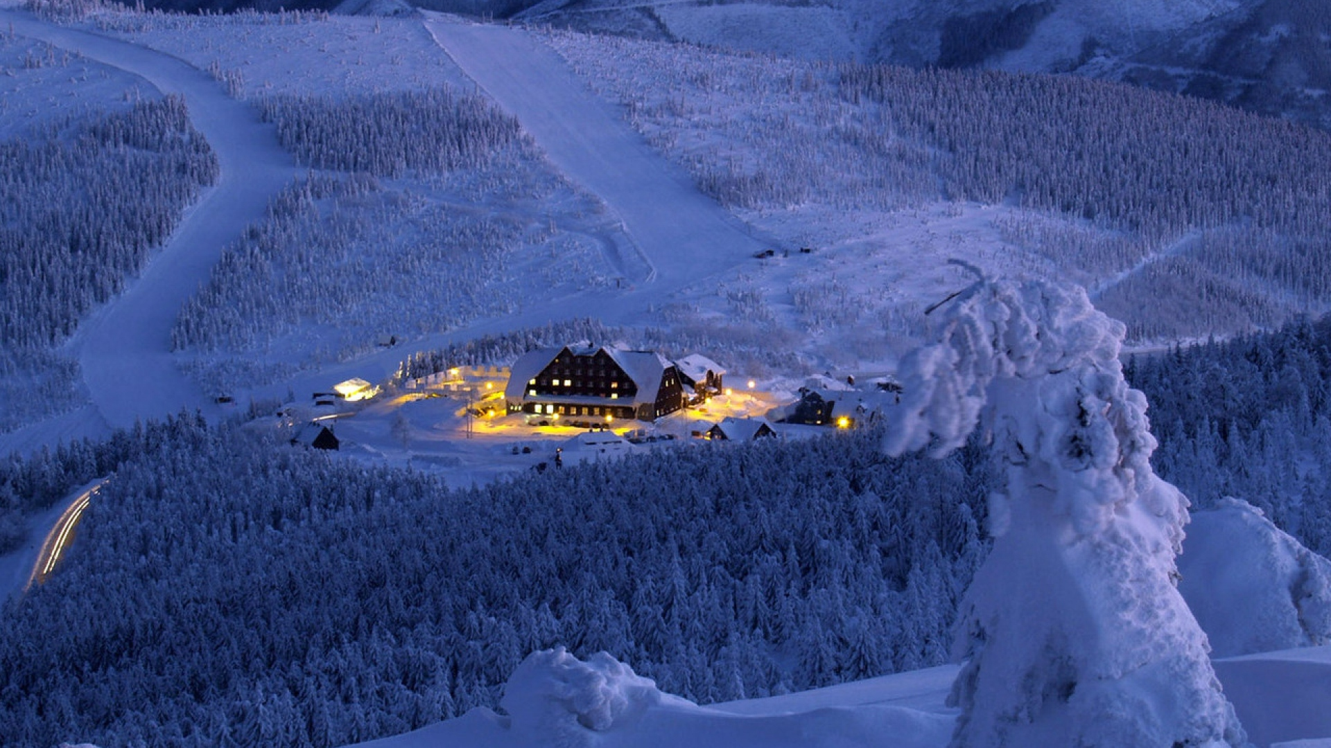 Download wallpaper 1920x1080 hotel mounting skiing resort for Sfondi desktop inverno montagna