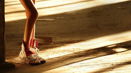 legs, shadows, shoes
