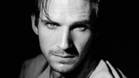 ralph fiennes, face, hairstyle