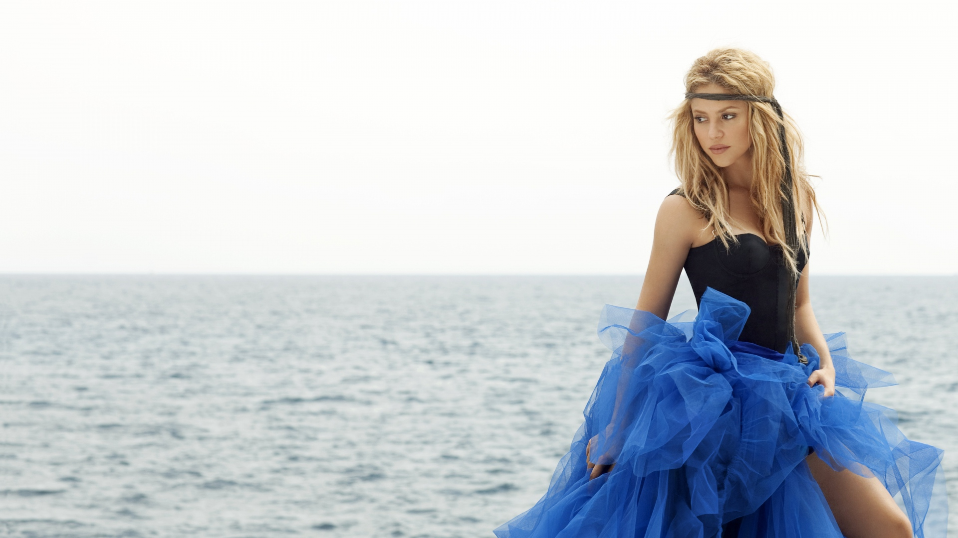 Фото девушек в синем платье