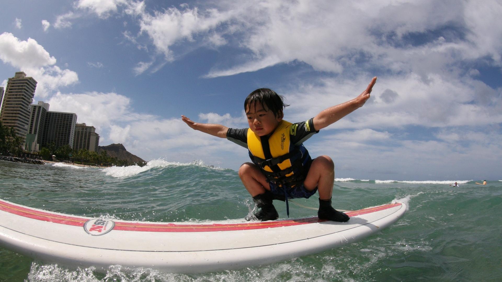 download wallpaper 1920x1080 surfing board coast child boy