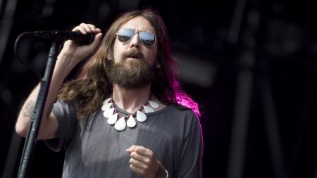 the black crowes, glasses, microphone