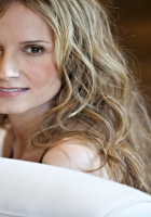 chely wright, blonde, teeth