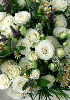 isies, roses, lisianthus russell