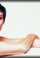 lisa stansfield, hands, face