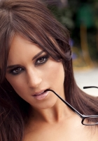 rosie jones, brown-eyed, makeup