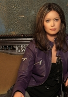 summer glau, brunette, couch