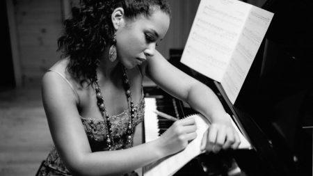 alicia keys, girl, piano