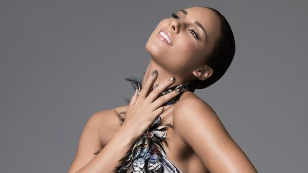 alicia keys, teeth, hand
