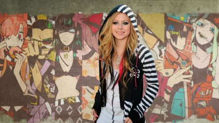 avril lavigne, graffiti, smock