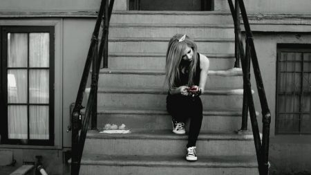 avril lavigne, stairs, house