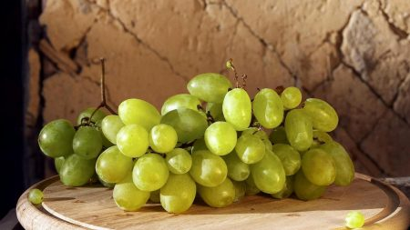 berry, grapes, board