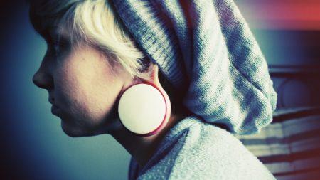 blonde, earrings, style
