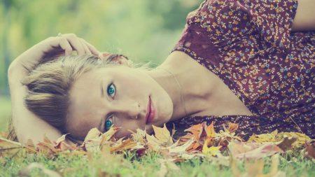 blue-eyed, girl, grass