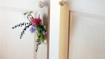 bouquet, door, gift