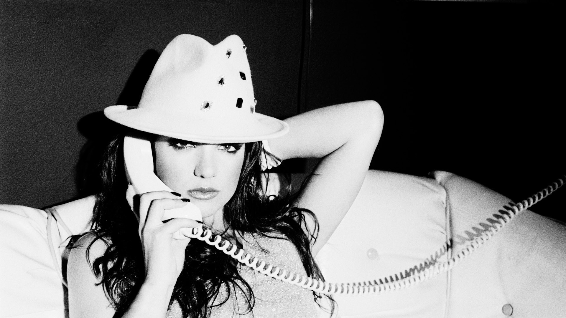 Download Wallpaper 1920x1080 Britney Spears Phone Look Hat Singer Black And White Full Hd 1080p Hd Background