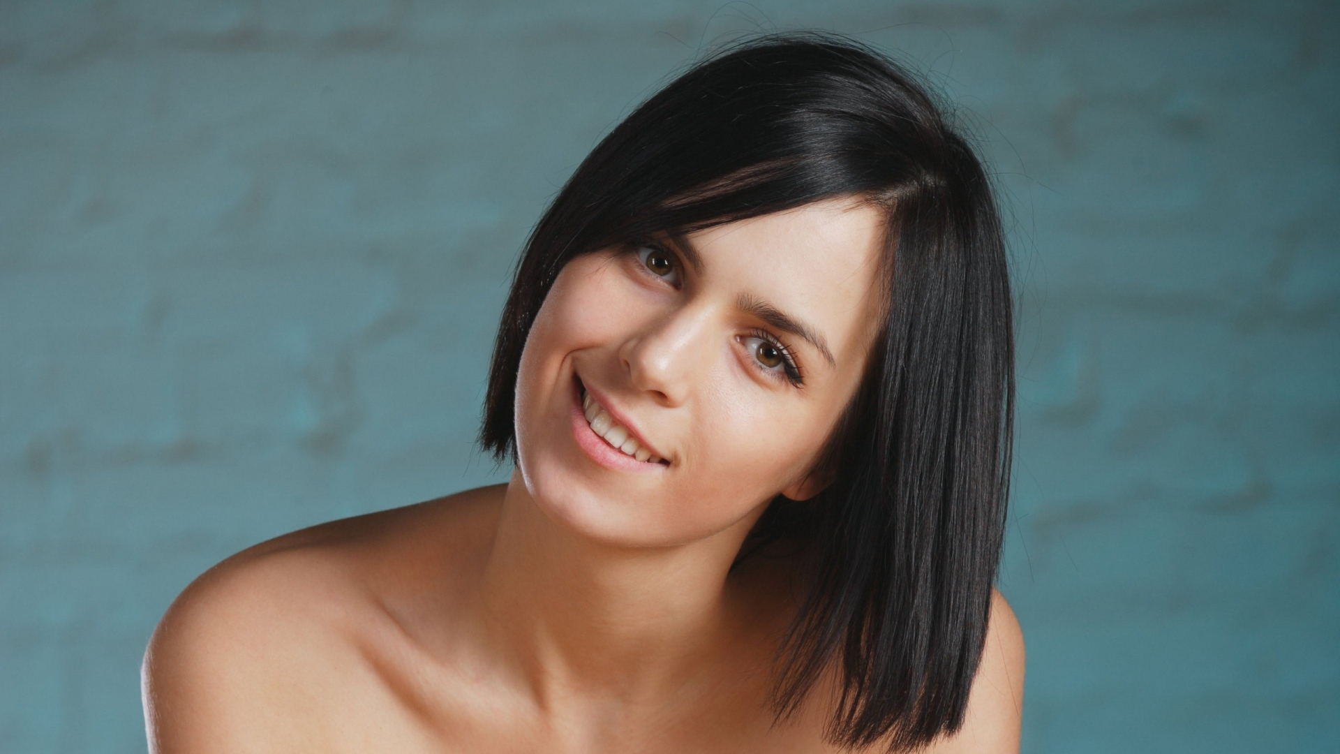 Download Wallpaper 1920x1080 Brunette Brown Eyed Hair Cutting Smile Full Hd 1080p Hd Background