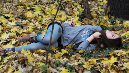 brunette, foliage, autumn