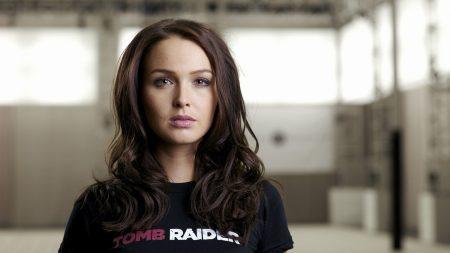 brunette t-shirt, face, hair