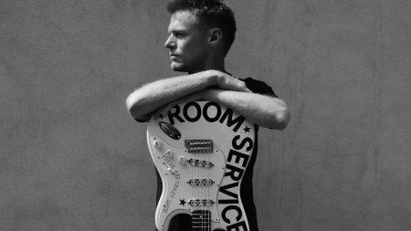 bryan adams, guitar, hands
