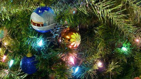 christmas decorations, balloons, garland