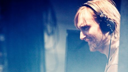 david guetta, concert, headphones