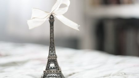 eiffel tower, statue, bow