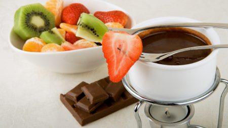 fondue, kiwi, strawberry