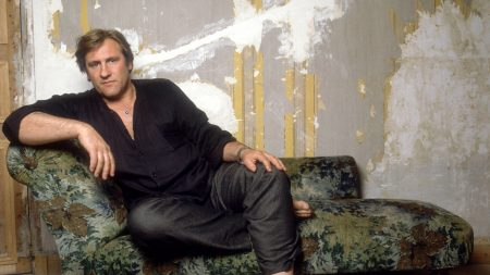 gerard depardieu, room, old school