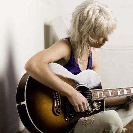 gin wigmore, guitar, girl