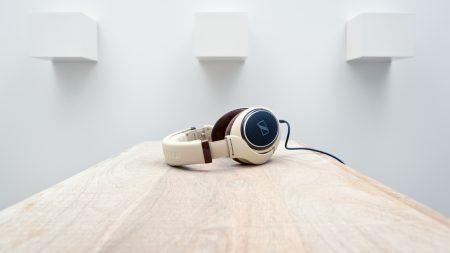 headphones, table, sennheiser hd 598