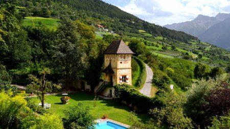 house, swimming pool, mountain