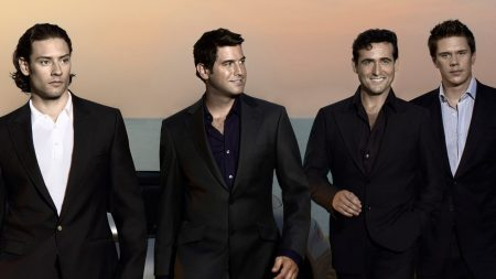 il divo, smile, suits