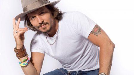 johnny depp, hat, t-shirt