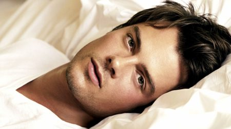 josh duhamel, brunette, bed