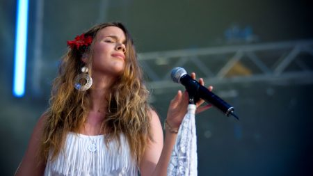 joss stone, microphone, dress
