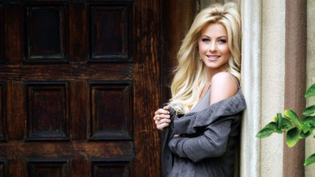 julianne hough, blonde, stand