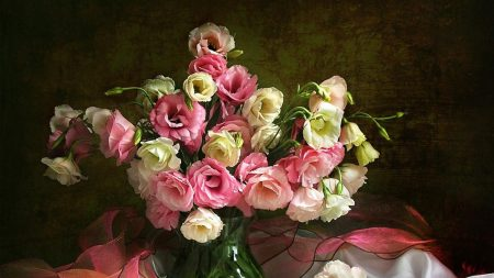 lisianthus russell, bouquet, vase