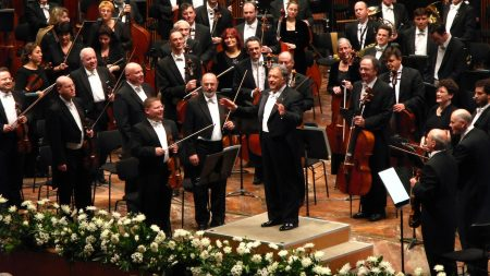 london philharmonic orchestra, conductor, suits