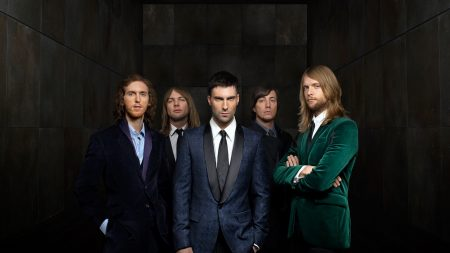 maroon 5, suit, look