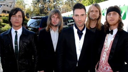 maroon 5, suit, street