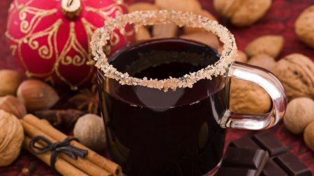 mulled wine, glass, cinnamon
