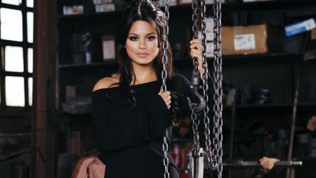 nathalie kelley, brunette, chains