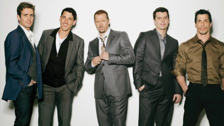 new kids in the block, suits, members