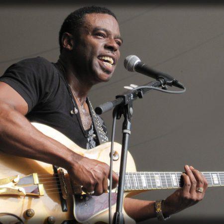 norman brown, guitar, microphone