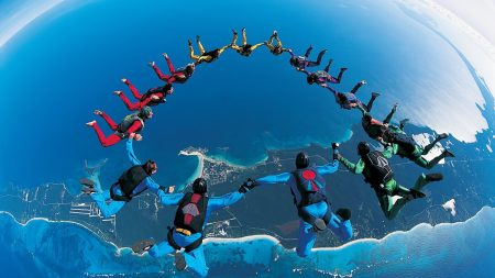 parachute jump, synchronously, beautifully